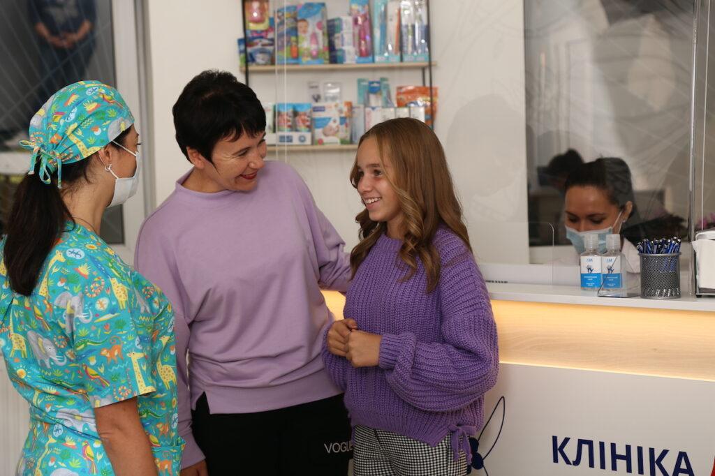 kids stomatolog 3 1024x682 - Брекети для дітей (установка брекет-систем)
