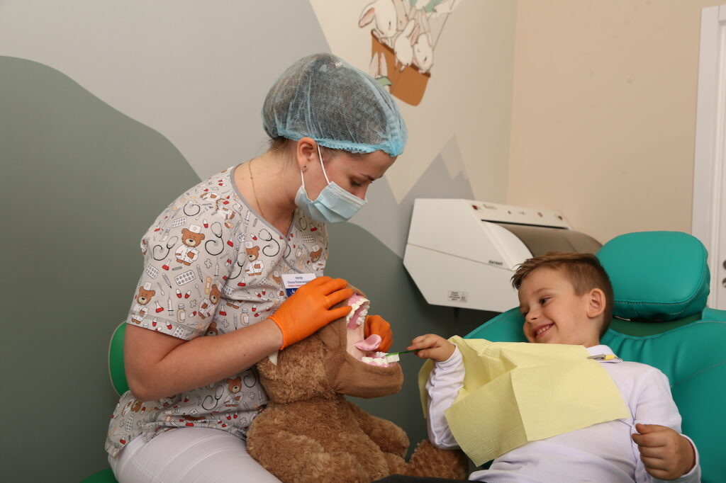 kids stomatolog 7 1024x682 - Preparing for an appointment with a pediatric dentist. A guide for parents.